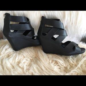 Dolce Vita size 6 black leather sandal